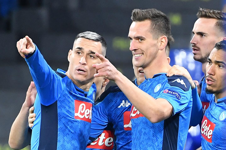 Nell'ultima giornata della fase a gironi di Champions League, il Napoli batte 4-0 il Genk e si qualifica agli ottavi come secondadel gruppo ...