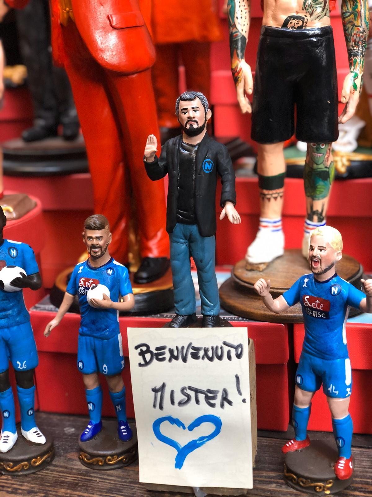 Come da tradizione il nuovo tecnico finisce... nel Presepe (foto napolimagazine.com)