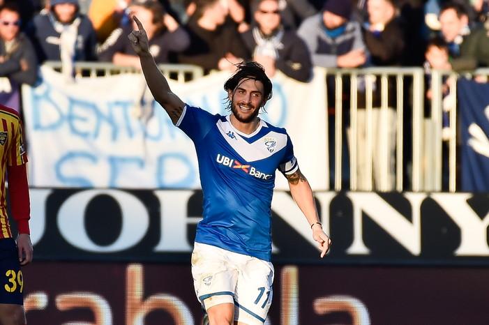 Seconda vittoria consecutiva per il Brescia, che nell'anticipo della 16.ma giornata supera il Lecce per 3-0. La squadra di Corini vola con le reti di Chancellor, Torregrossa e Spalek.
