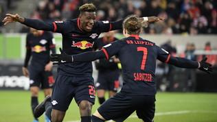 Bundesliga: Lipsia solo in vetta, il Bayern torna a vincere. Poker per il Dortmund