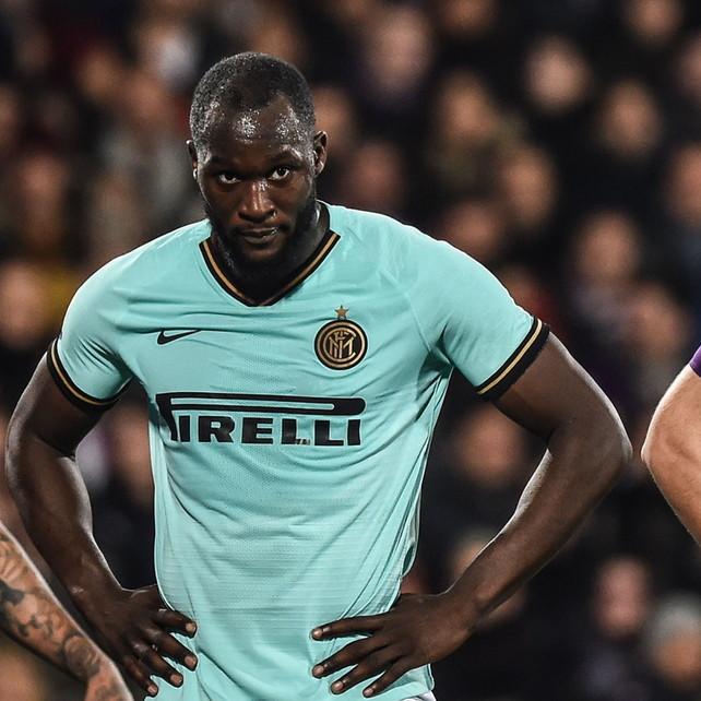 Vlahovic salva Montella e frena Conte al 92': l'Inter raggiunta in vetta dalla Juve