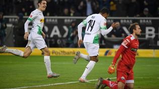 Il Gladbach aggancia il Lipsia in vetta, sorride il Bayern