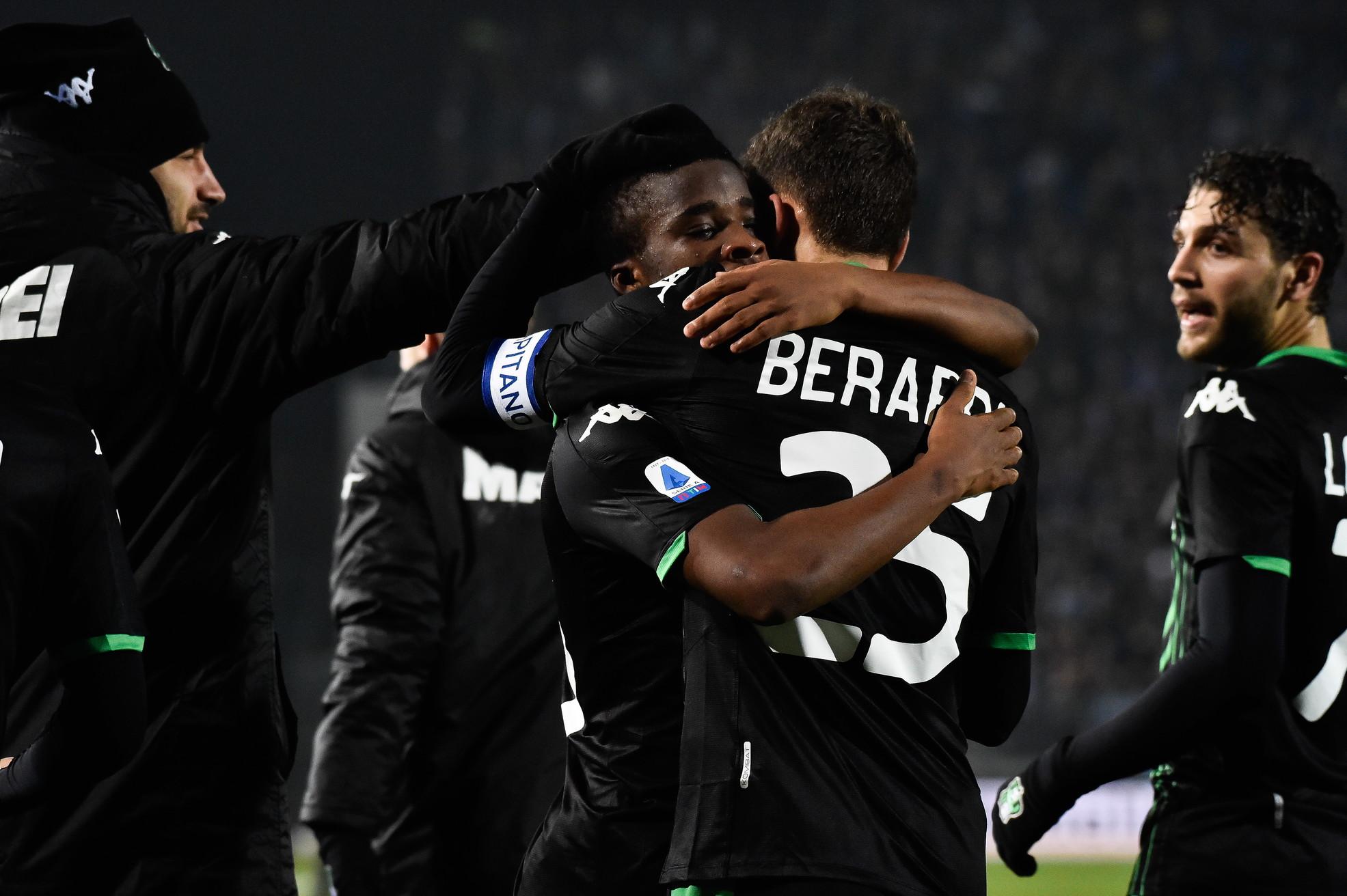"""Con un gol per tempo ilSassuoloha la meglio sulBrescianel recupero della settima giornata diSerie A. I neroverdi passano per 2-0 al """"Rigamonti"""" grazie ai gol di Traoré (25') e Caputo (71'). In entrambe le reti è rivedibile l'operato del portiere Alfonso, sorpreso sempre sul suo palo. Il Sassuolo va così a 19 punti ed è al quarto risultato utile consecutivo, il Brescia resta a 13 e si ferma dopo due vittorie di fila."""