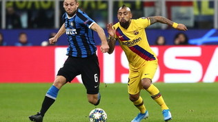 A Barcellona si discute il futuro di Vidal: l'agente lavora per l'addio