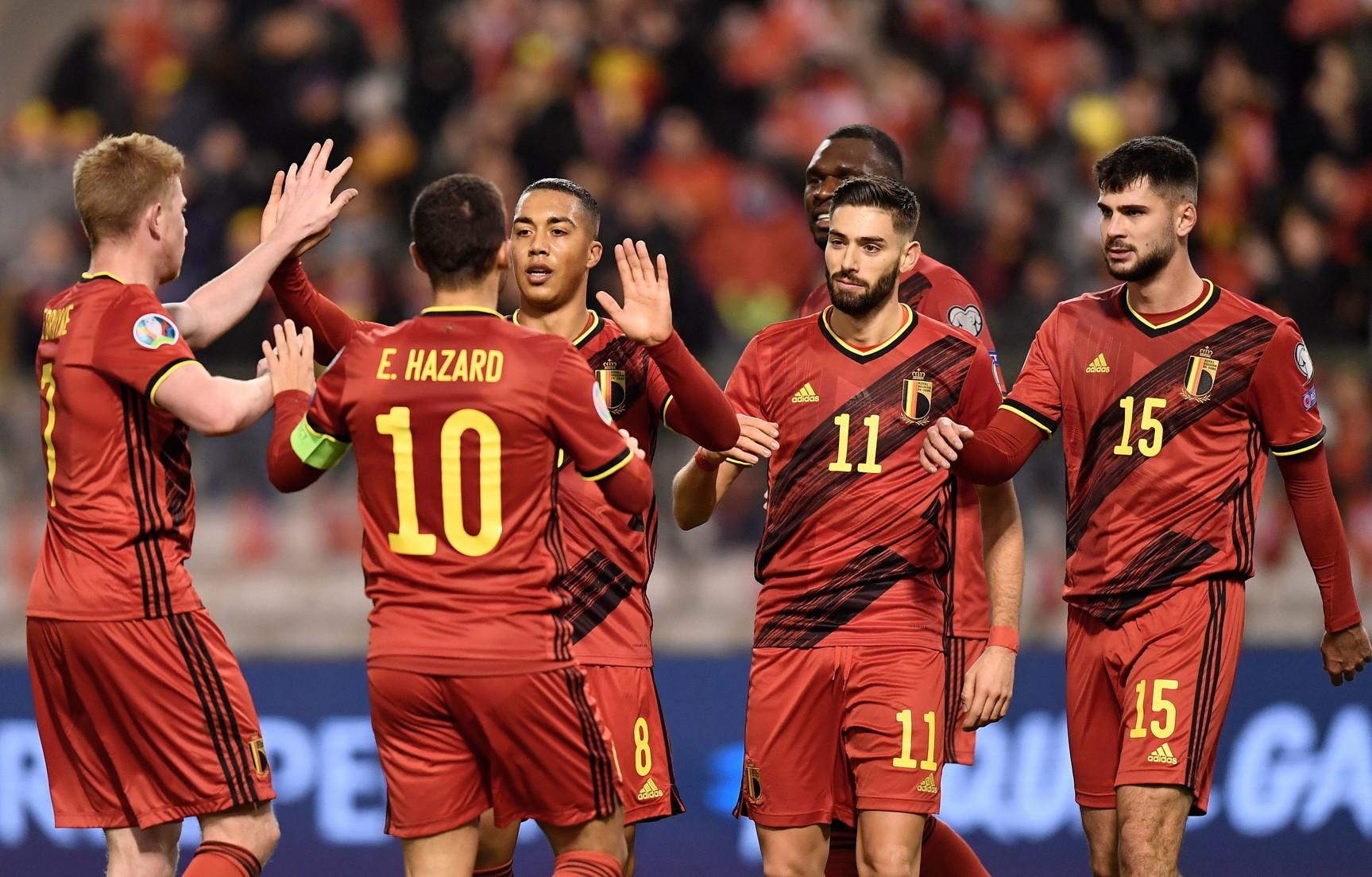 Il Belgio èla squadra dell'anno nel Ranking mondiale FIFAper la seconda volta consecutiva. L'Italia di Roberto Mancini chiude invece il suo 2019 al n.13 della classifica. Alle spalle dei Diavoli Rossi si confermano i campioni del Mondo della Francia davanti al Brasile, stesse identiche posizioni del dicembre 2018. Sale di un posto l'Inghilterra, che sale al quarto posto davanti all'Uruguay. Seguono la Croazia e il Portogallo di Cristiano Ronaldo. A chiudere la top ten la Spagna, seguita da Argentina e Colombia. Davanti agli Azzurri anche Messico e Svizzera.