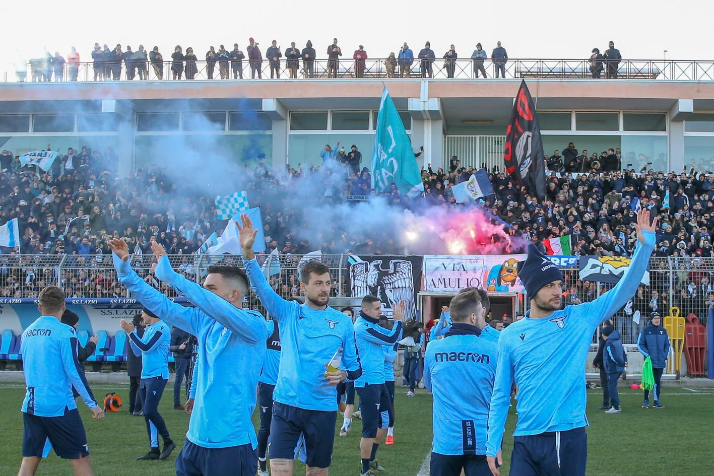 Lazio, che bagno di folla: in 12mila a Formello per la ripresa ...