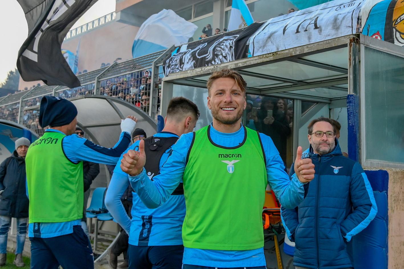Grande festa per la Lazio alla ripresa degli allenamenti a Formello dopo la vittoria in Supercoppa Italiana contro la Juventus.