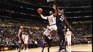 Nba: Bucks e Lakers soffrono ma vincono, New York tradisce Carmelo Anthony