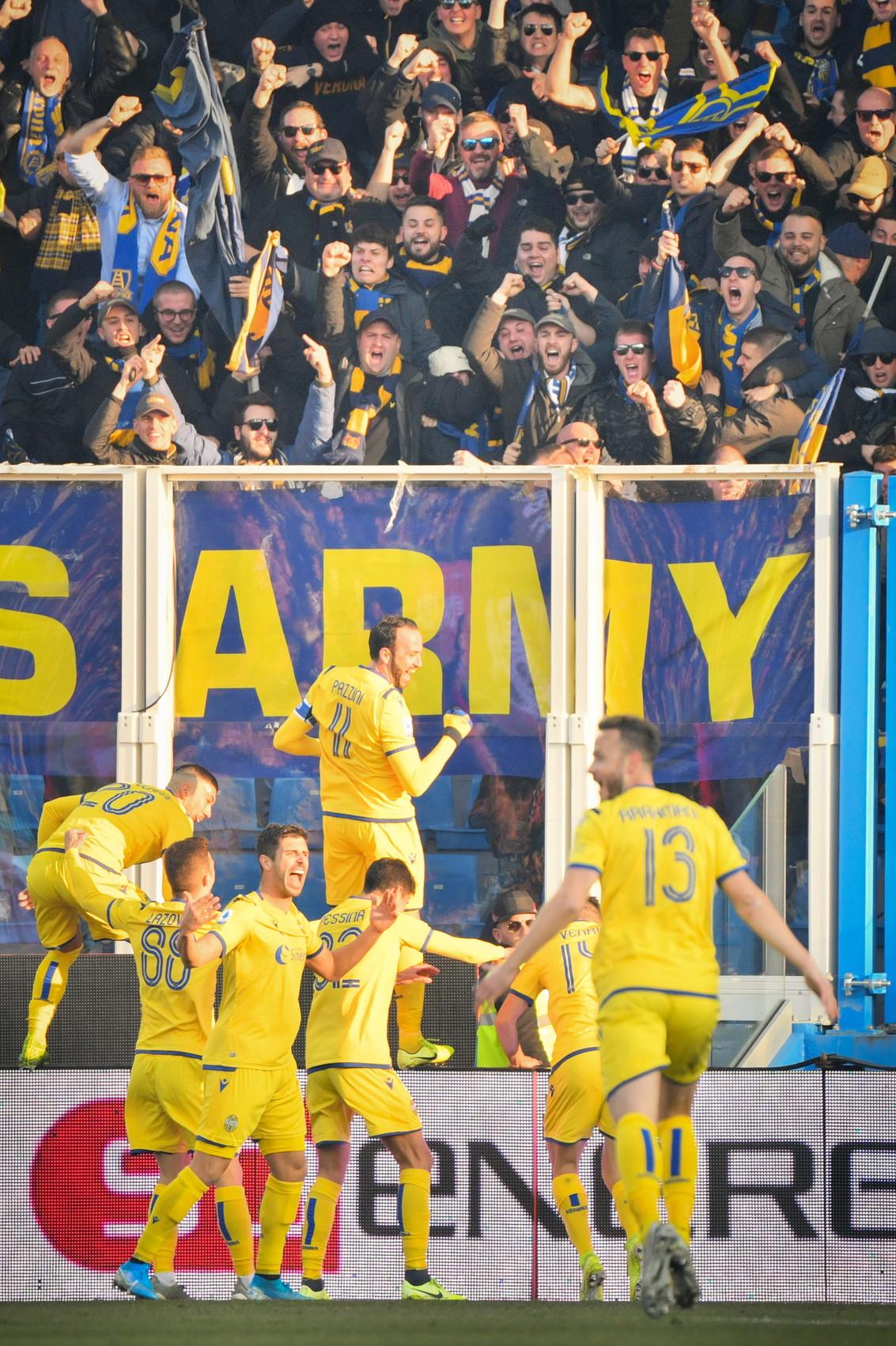 Il Verona affonda la Spal, che perde ancora e può essere superato dal Genoa erestare all'ultimo posto. Nell'anticipo della 18esim...