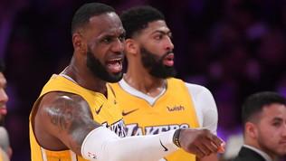Tripla doppia LeBrone pokerissimo Lakers, ok i Clippers
