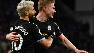 Il City travolge l'Aston Villa ed è secondo. Aguero da doppio record