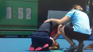 Aria irrespirabile, malori e ritiri agli Australian Open: qualificazioni interrotte