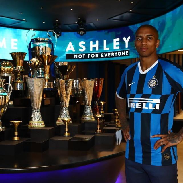 L'Inter ufficializza Young: contratto di sei mesi più opzione per il rinnovo