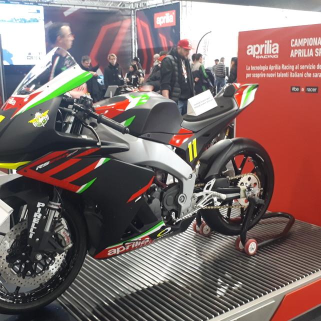 Lo sport in campo con Aprilia | Honda porta le CB1000R custom