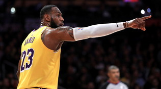 LeBron meglio di Harden-Westbrook | Vince anche Milwaukee