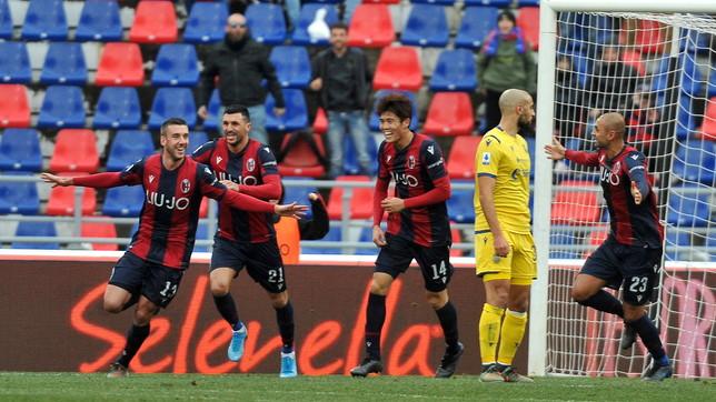Bani gol e rosso, il Bologna si fa riprendere sull'1-1 dal Verona