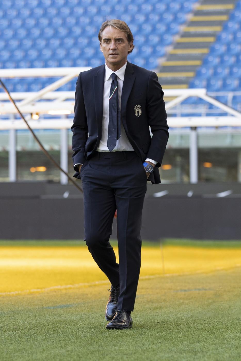 7) Roberto Mancini: 800 milioni di euro, Aguero-Manchester City colpo più costoso (41 milioni)