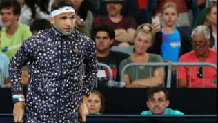Dimitrov, ma come ti vesti? Va in campo in... pigiama