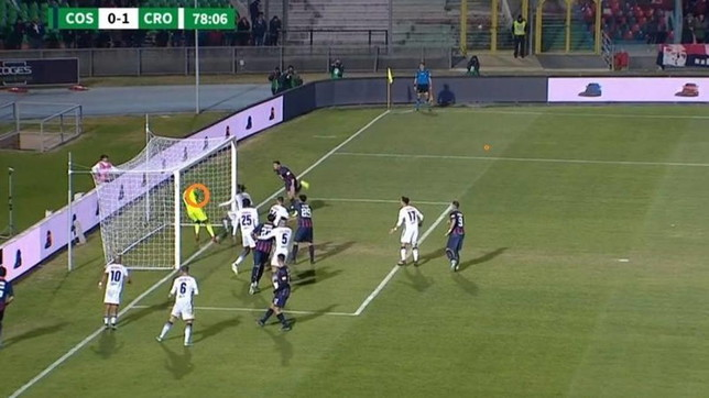Serie B, a Cosenza due gol fantasma nella stessa porta in un mese