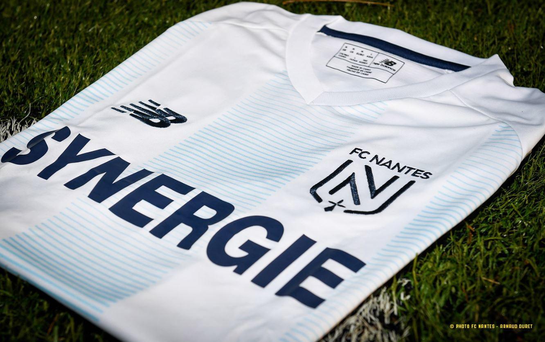 A un anno dalla tragica scomparsa, il Nantes non dimentica Emiliano Sala e lo ricorda con una maglia speciale che i giocatori indosseranno nel match c...