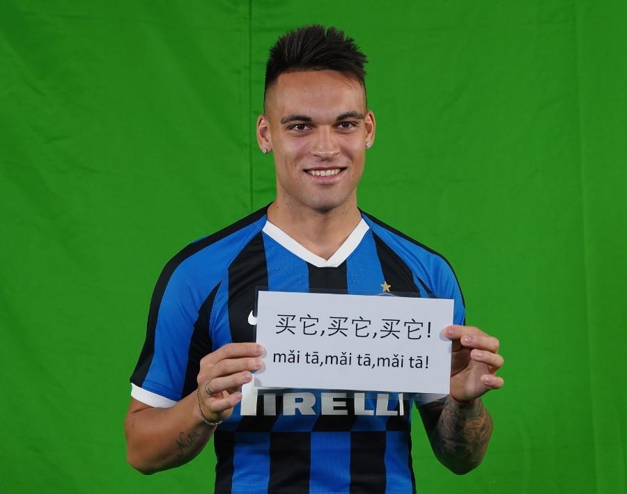 L'Inter celebra il Capodanno cinese. Ecco il backstage del video con protagonisti Antonio Conte e i giocatori
