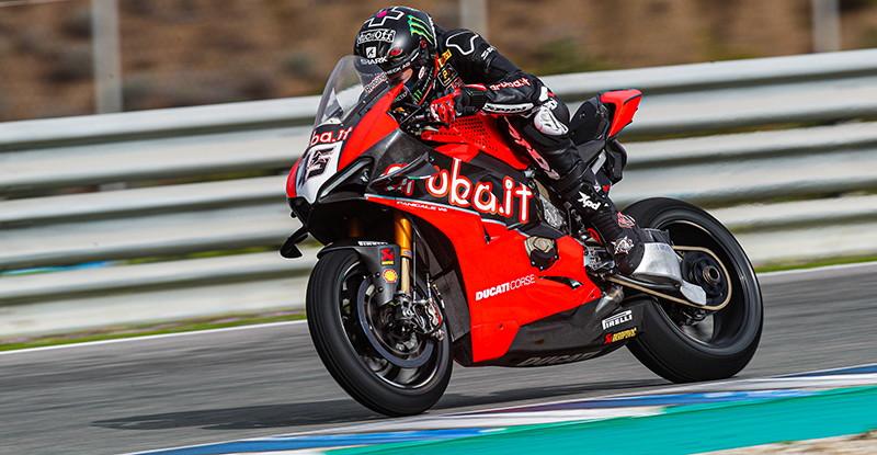 Il campione in carica è stato il più veloce nei test Superbike di Jerezdopo una prima giornata bagnata. Alle sue spalla Razgatlioglu con la Yamaha e Redding con la Ducati. Solo sesta la migliore Honda, quella di Haslam.