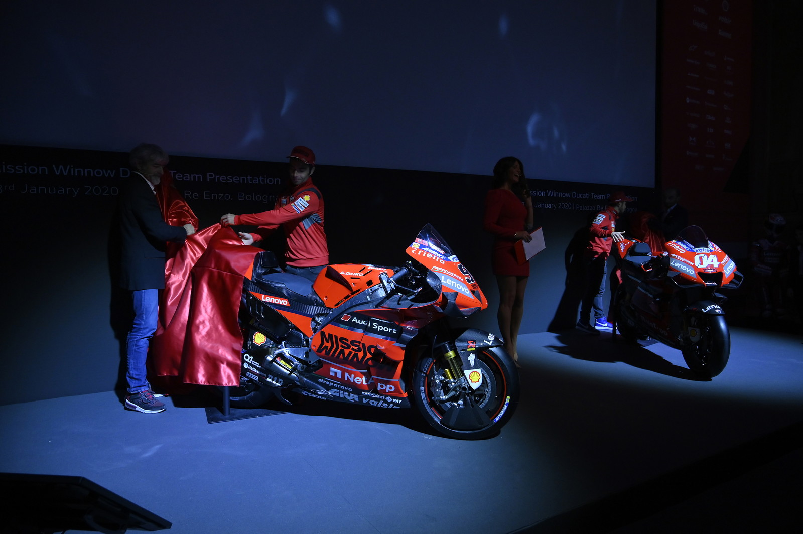 La nuova Desmosediciè la prima MotoGP del 2020 a mostrarsi.
