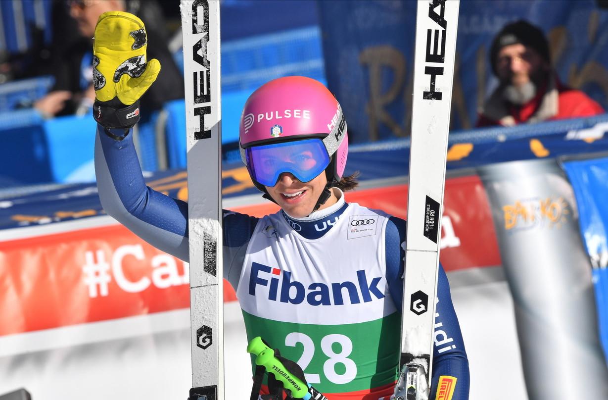 Prosegue la stagione magica dello sci femminile italiano. ABansko, in Bulgaria,Elena Curtonitrionfa nella discesa-bis e coglie la prima vittoria in carriera. Il tempo della 27enne valtellinese è 1:29.31, di dieci centesimi migliore rispetto a quello diMarta Bassino, scesa con il pettorale numero 4 e con visibilità ridotta. Terza, a +0.14, una fantasticaFederica Brignone.