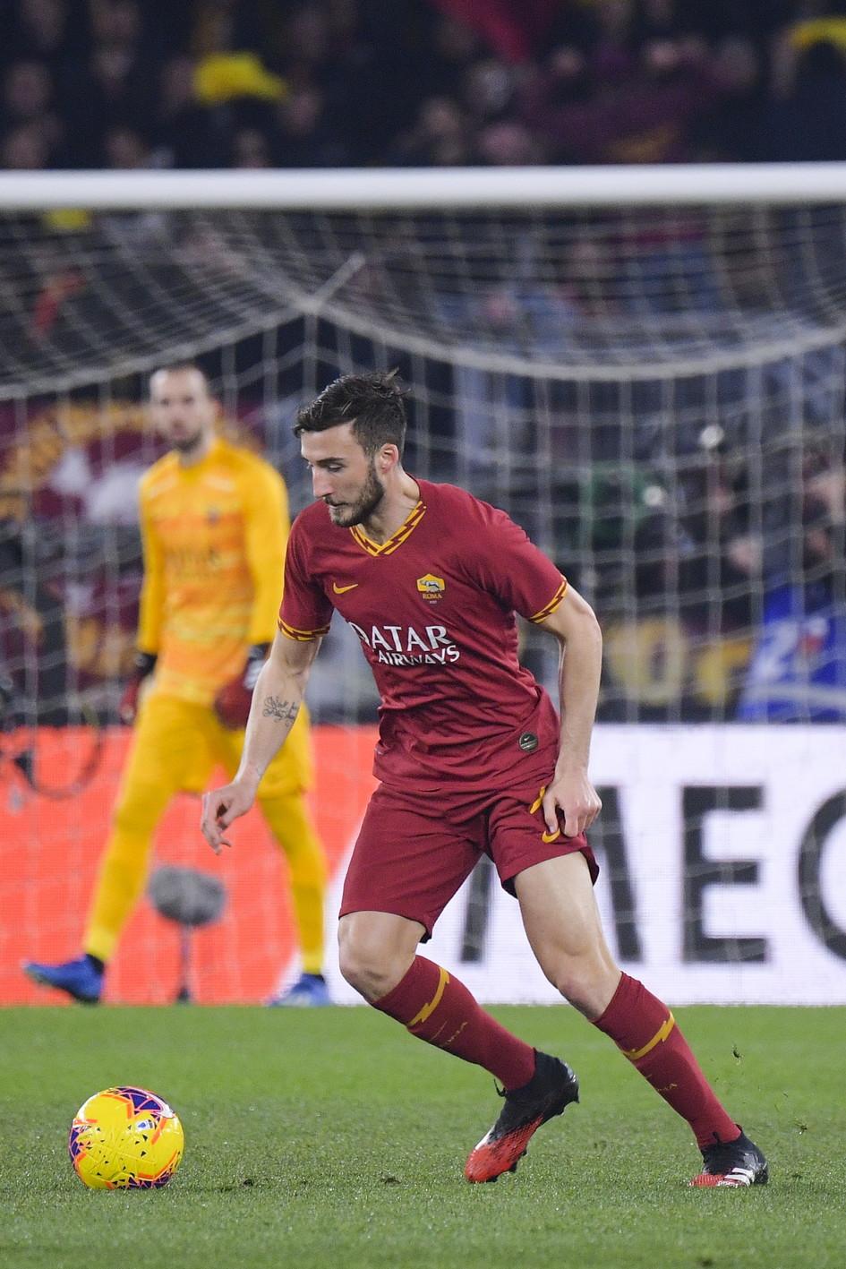 Nella 21a giornata di Serie A, la Roma pareggia 1-1 con la Lazio e interrompe a 12 la striscia vincente dei biancocelesti. Protagonisti in negativo de...