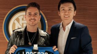 Lorenzo alla scoperta della sede dell'Inter, sarà anche a San Siro