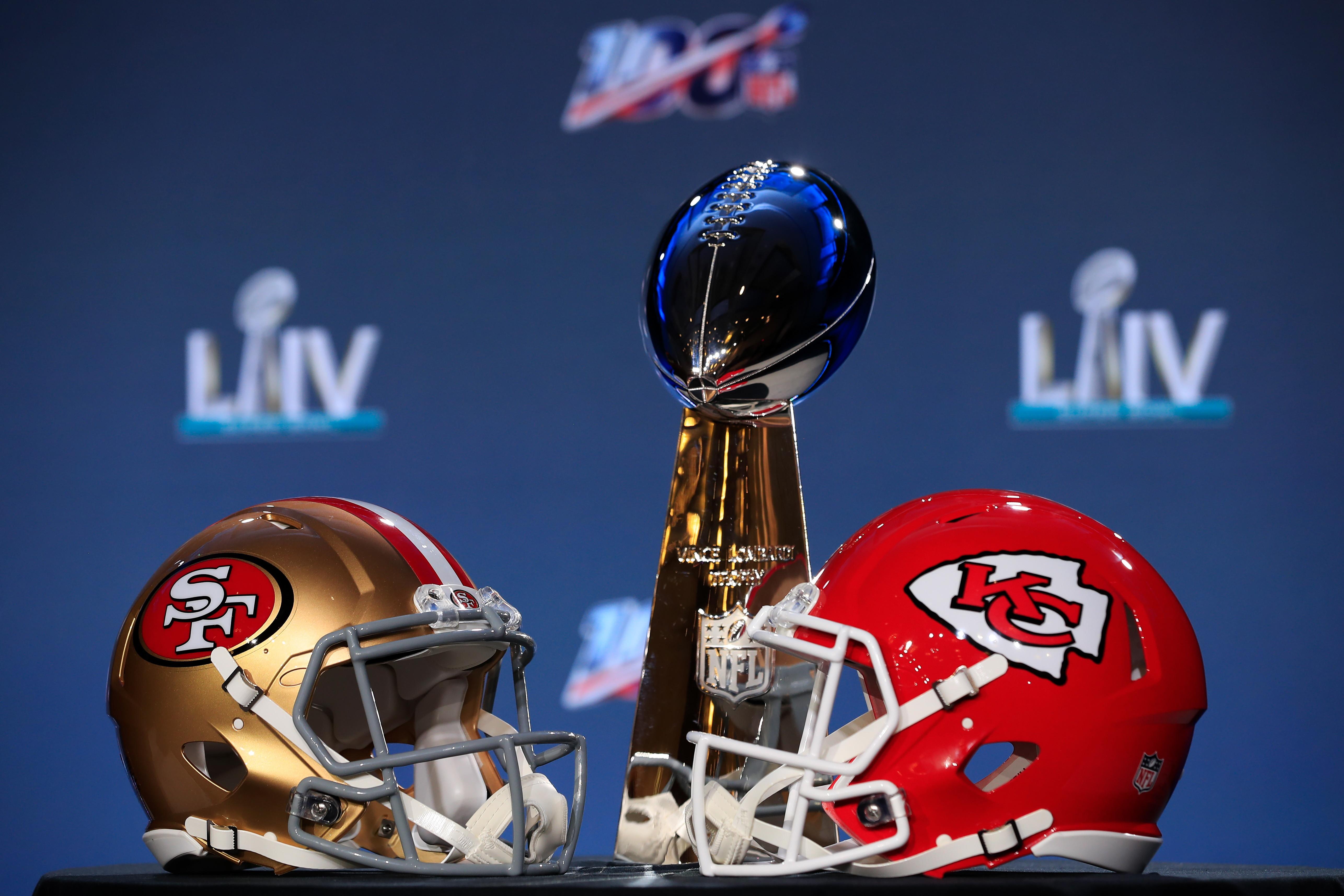 Questa sarà la prima volta che in un Super Bowl si sfidano due squadre con lo stesso colore d'uniforme: il rosso.