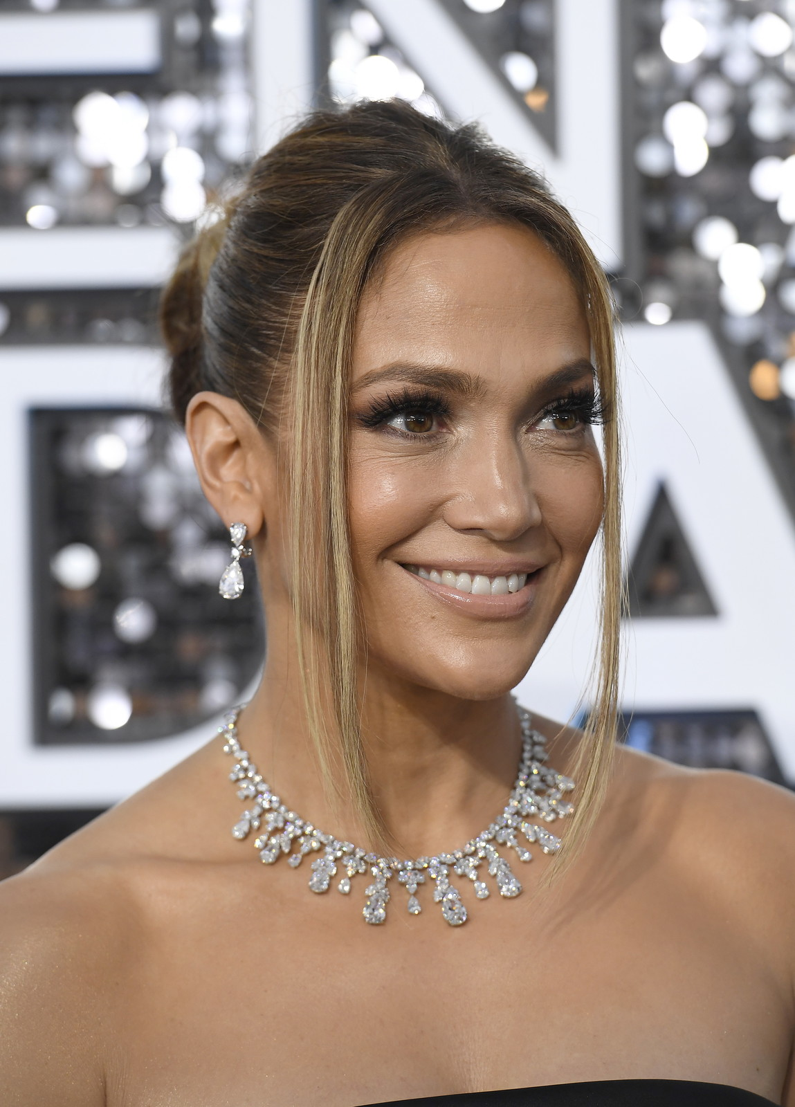 Shakira, insieme a Jennifer Lopez, sarà la grande protagonista dell'attesissimo Halftime Show.