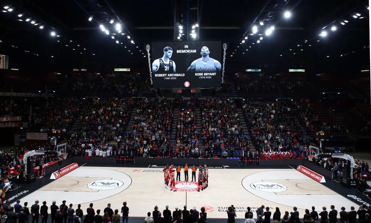 Prima del match di Eurolega contro il Bayern Monaco, l'Olimpia Milano ha reso omaggio a Kobe Bryant. Tante maglie dei Lakerstra i tifosi in ...