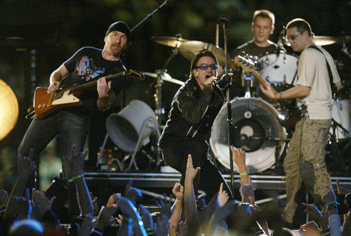 Senz'altro l'halftime show più commovente, quello del 2002 con gli U2 che resero omaggio alle vittime del terribile attentato alle Torri Gemelle.