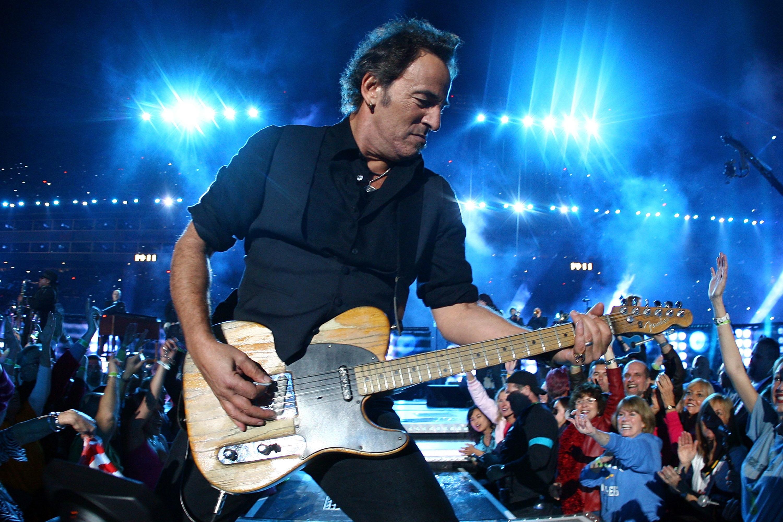 """Bruce Springsteen nel 2009: uno degli haltime show più apprezzati quello del rocker """"born in the USA""""."""