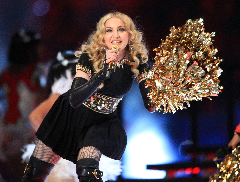 Immancabile, nel 2012, l'esibizione di Madonna, che nonostante i 54 anni diede una lezione di stile ai suo partner M.I.A., Nicki Minaj, CeeLo ed LMFAO.