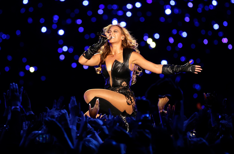 L'esibizione del 2013 fece scalpore per la reunion delle Destiny's Child, con l'ovvia presenza anche di Beyoncé.