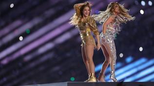 Shakira e Jennifer Lopez splendono nell'halftime show