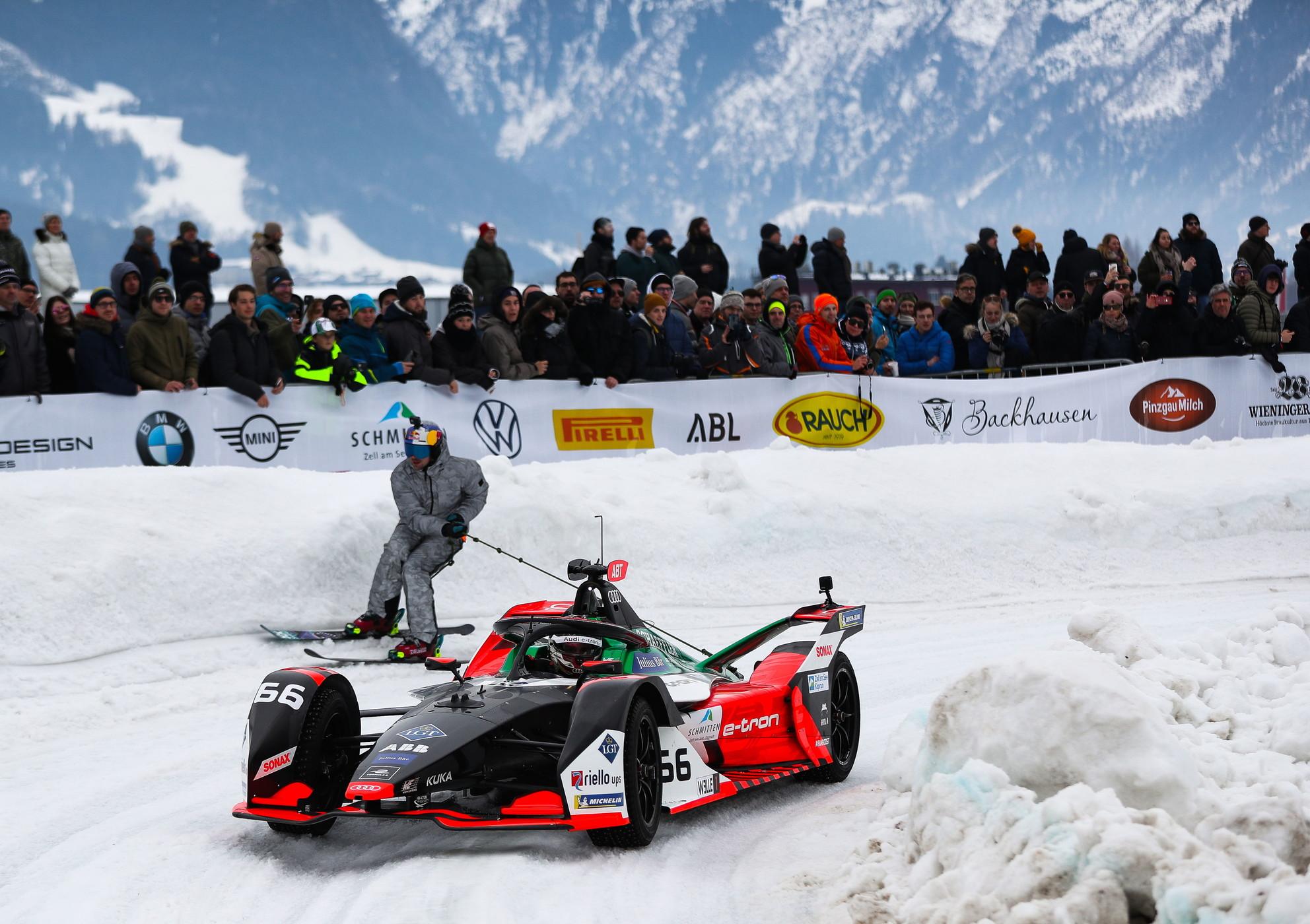 Esibizione-spettacolo per Daniel Abt e l'Audi di Formula E: la monoposto elettrica e-tron FE06 si è esibita sul lago ghiacciatodi Zell am See in Austria nell'evento che ha visto pure la partecipazione del campione del mondo Rally 1984 Blomqvist e il triplo vincitore diLe MansTréluyer.