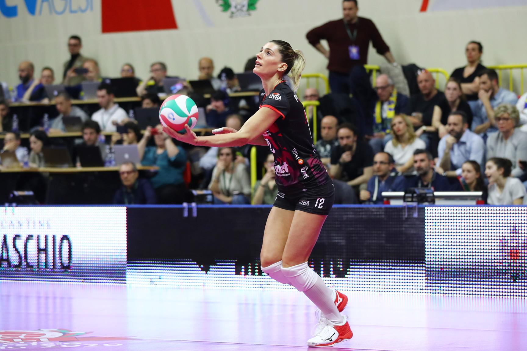Nella partita fin qui pi&ugrave; difficile della stagione, Lavarini si affida all&#39;esperienza di Francesca Piccinini. Tutta la classe della regina del volley, per&ograve;, non &egrave; bastata per ribaltare la finale di Coppa Italia contro l&#39;Imoco Volley Conegliano. Grande applauso di tutto il PalaYamamay, anche dai tifosi veneti, per il suo attesissimo rientro in campo.<br /><br />