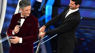 """Djokovic a Sanremo: gag con Fiorello e """"Terra Promessa"""""""