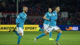 Il Benevento vince a Cosenza in 10, l'Entella sorpassa il Pescara