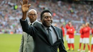 """""""Pelé non cammina più bene: non vuole farsi vedere così"""""""
