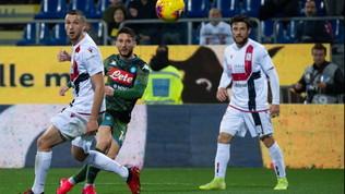 Magia di Mertens, il Napoli regola il Cagliari e punta l'Europa