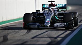 F1, il volante della Mercedes fa discutere: si muove avanti e indietro