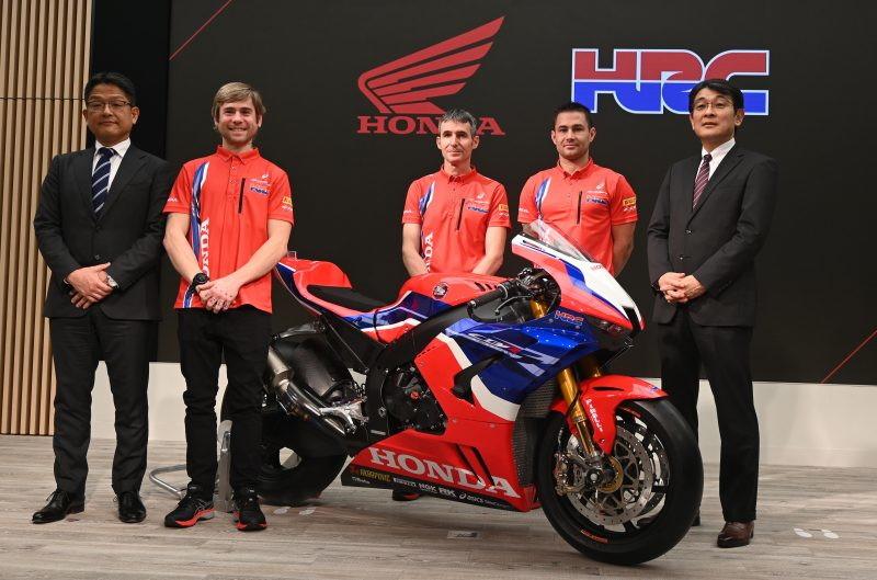 Presentata la squadra ufficiale Honda per il prossimo Mondiale Superbike. Per battere Rea e la Kawasaki è stato ingaggiato l'ex ducatista Alvaro Bautista, al quale è stato affiancato Leon Haslam, proveniente dal team campione del mondo.