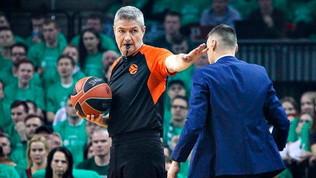 Eurolega shock, aggredito e ferito l'arbitro Luigi Lamonica