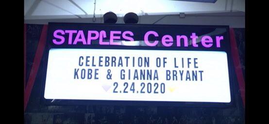 Allo Staples Center di Los Angeles, tra lacrime ed emozioni, il mondo dello sport ha dato l&rsquo;ultimo saluto a Kobe Bryant e alla figlia Gigi.&nbsp;<br /><br />