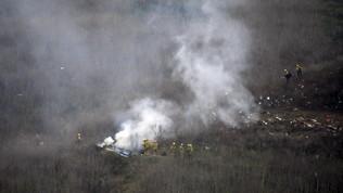 Morte Kobe Bryant, moglie fa causa alla società proprietaria dell'elicottero caduto