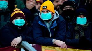 Roma, i tifosi allo stadio di Gand con la mascherina